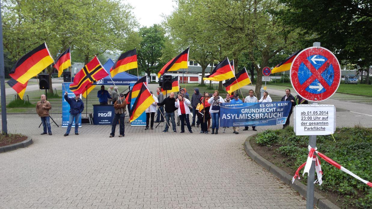 """PRO NRW"" - 24 Nazis im Halteverbot"