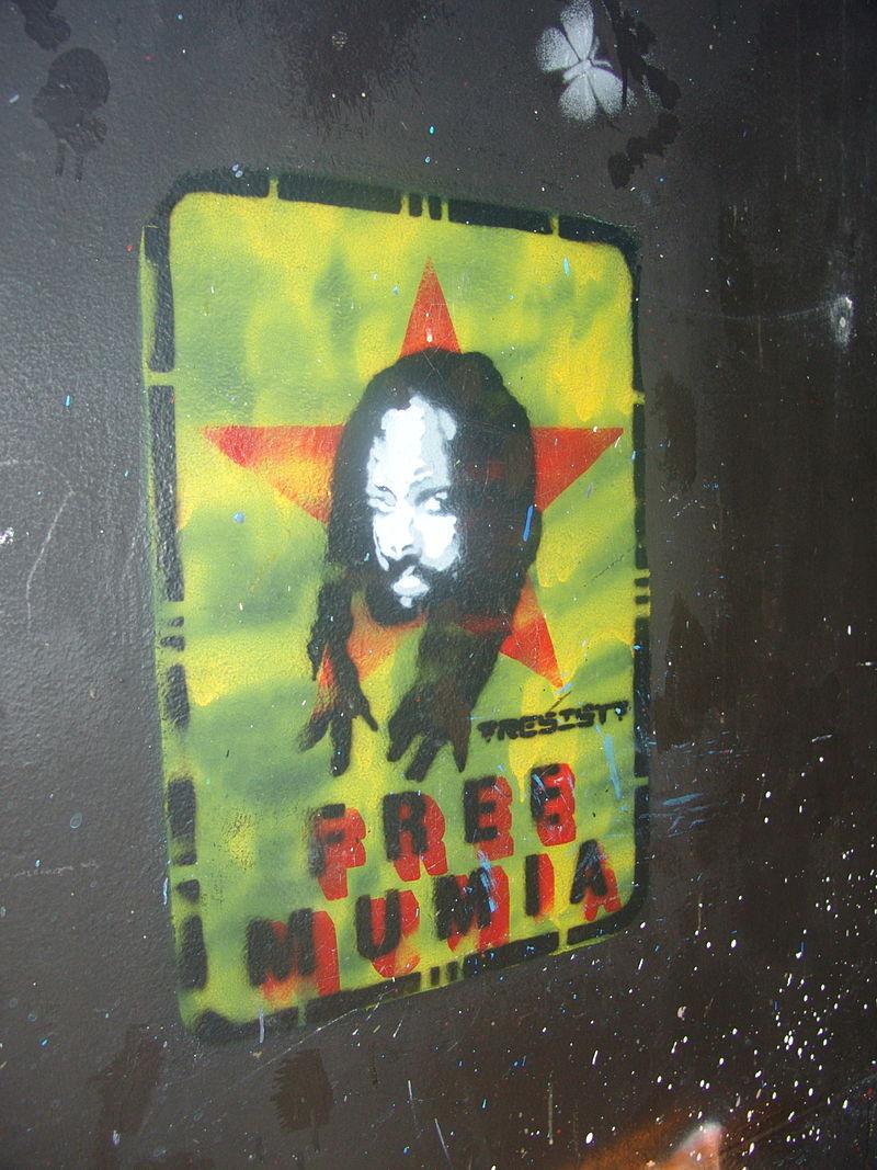 800px-Mumia_graffiti